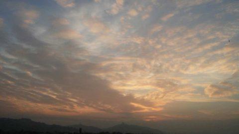 Città e nuvole tramonto medioevo ridotto