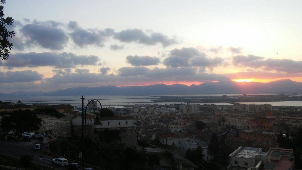 Panorama tramonto Cagliari lato mura